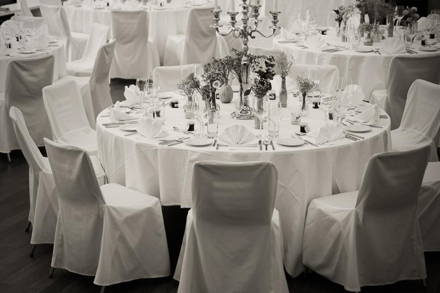 Hochzeit-Festsaal-Tischdeko