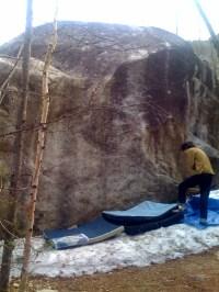 三日月ハング。登ろうとしてるのは居合わせた若いお兄ちゃん。