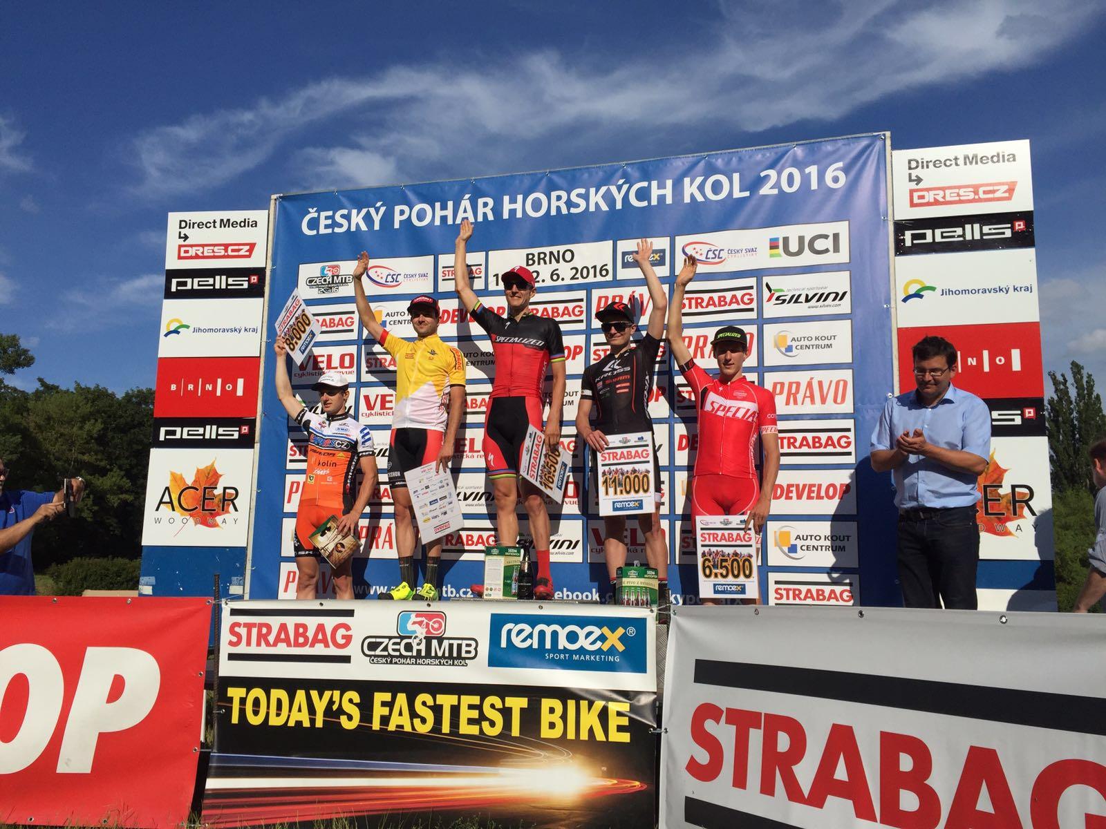 Bartek Wawak na podium Fot Tomasz Swierczynski.jpg