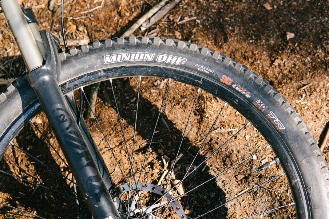 A Maxxis Minion DHF, 27.5x2.30, EXO casing, 3C Maxx Terra compound, Tubeless Ready (TR) tire.