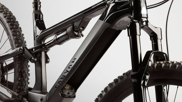 neuron-on-trail-emtb-1