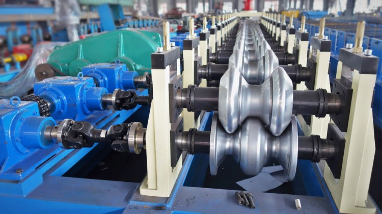 2 wave highway guardrail roll forming machine