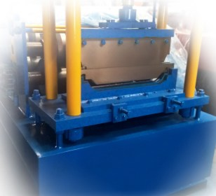 Concealed fixing standing seam roll forming machine