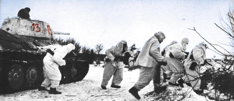 Четверо суток в подбитом танке отражал атаки отрезанный от своих экипаж... и выстоял