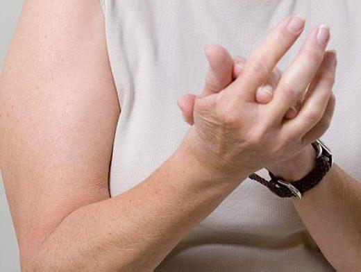 Почему чешутся пальцы на руках? Приметы.
