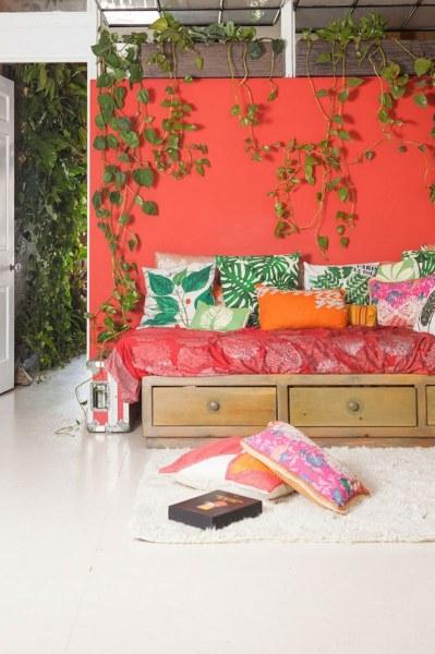 Девушка устроила в своей квартире настоящие джунгли (16 фото)