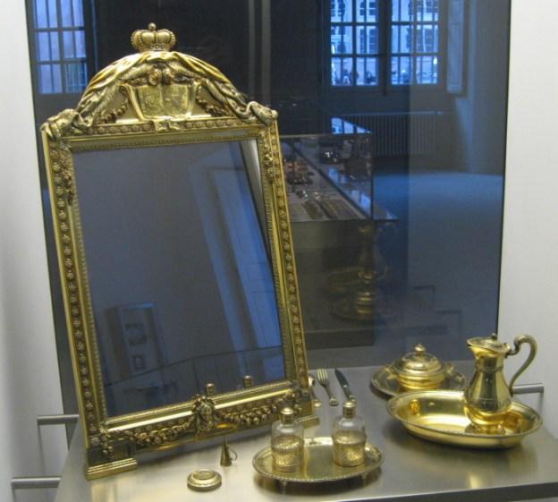 Позолоченное зеркало XVIII века. | Фото: en.wikipedia.org.