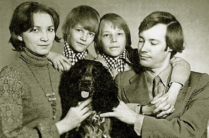 В. Конкин с семьёй архив, картинки, фото