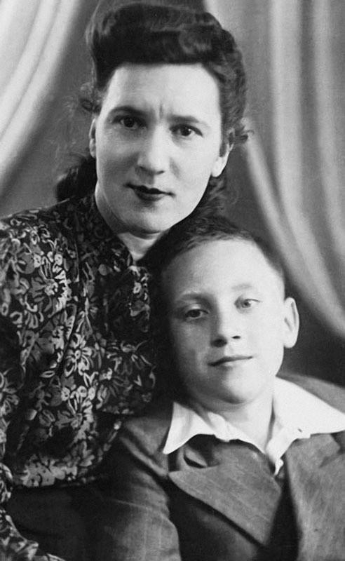 Нина Максимовна Высоцкая с сыном Володей Высоцким. 1950 г архив, картинки, фото
