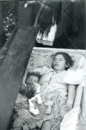 Тем жителям Украины кому память отшибло...?! Не забывайте люди об этих зверях НИКОГДА!!!