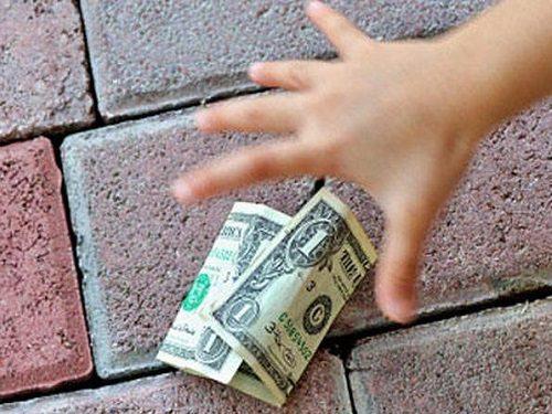 Найти деньги во сне: к чему это снится и что значит?