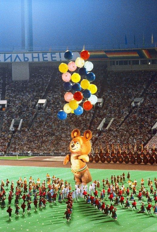 6. Любимым детским брендом (или что это?) эпохи мы бы назвали Олимпийского Медвежонка — 80. СССР, детство, кино, хиты