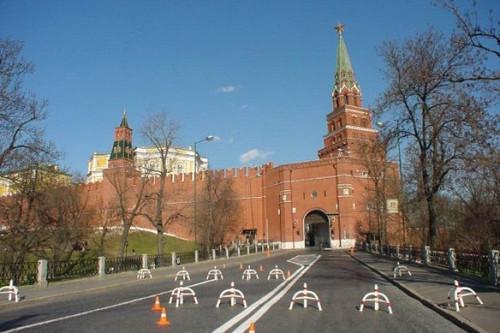Главу государства обстреляли навъезде вКремль