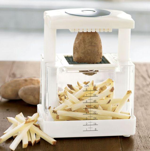 Прибор для нарезки овощей и фруктов.