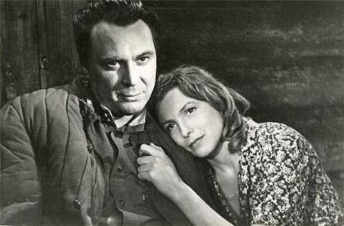 Вия Артмане и Евгений Матвеев в фильме *Родная кровь*, 1963