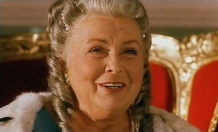 Последняя роль Вии Артмане – императрица в фильме *Золотой век*, 2003