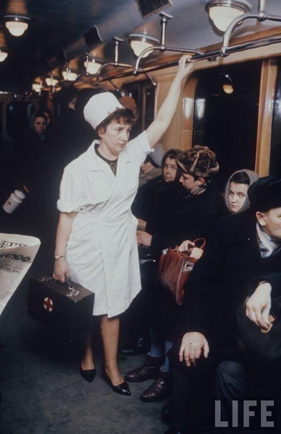Мария Лобанова, фельдшер одной из 59 станций медпомощи московского метрополитена. СССР, качество, медицина, фото