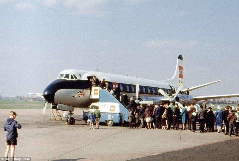 Спроектированный в 1948 году Vickers Viscount 800 считался самым успешным проектом в британской авиации. Эксплуатировался с 1948 по 1964 годы. авиалайнер, авиация, интересно, исторические фото, история, книги, редкие фото, самолеты