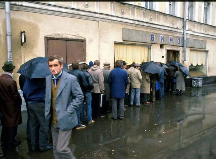 Почему в СССР много пили при Брежневе и как боролись с алкоголизмом в «перестройку»