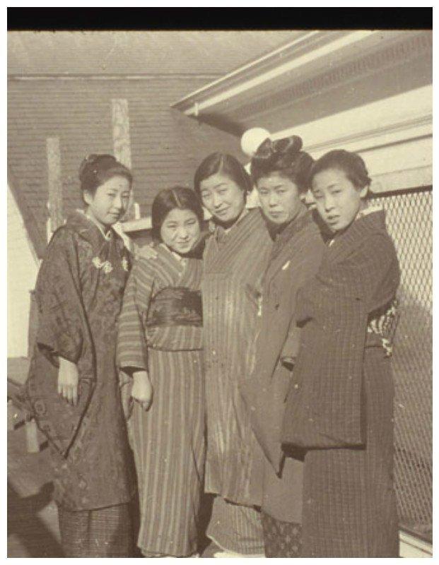 Группа азиаток, прибывшие на о. Эллис америка, иммигранты, исторические фото, история, остров Эллис, факты