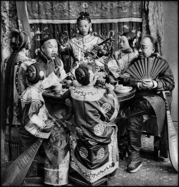 Богатые купцы с юными певицами, 1901 год бордели, жрицы любви, китай, продажная любовь, проституция
