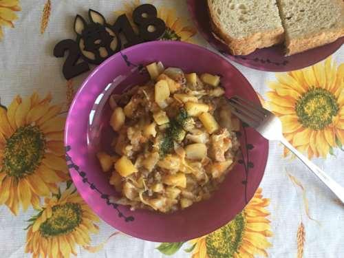 Картофель тушеный с фаршем и капустой