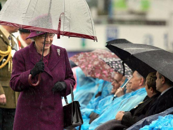 зонтик даже оттенка марсала