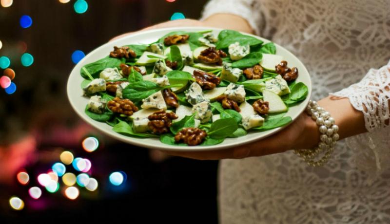салат новогодний с орехами
