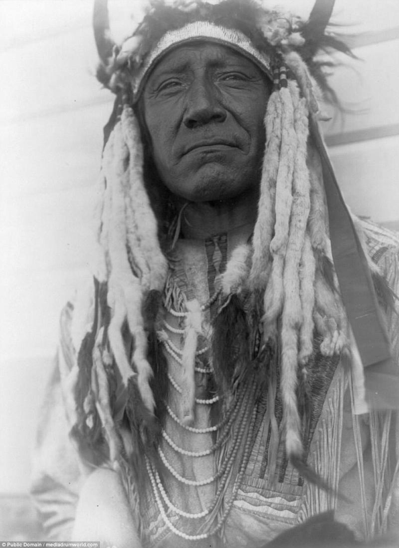 Две Луны - портрет вождя шайеннов. 1910 год. аборигены, индейцы, исторические кадры, история, племена, редкие фото, сша, фото