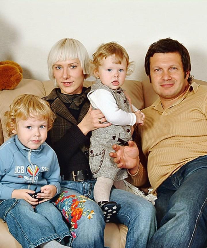 Владимир Соловьев наконец-то показал свою жену. «Какая необычная внешность!»