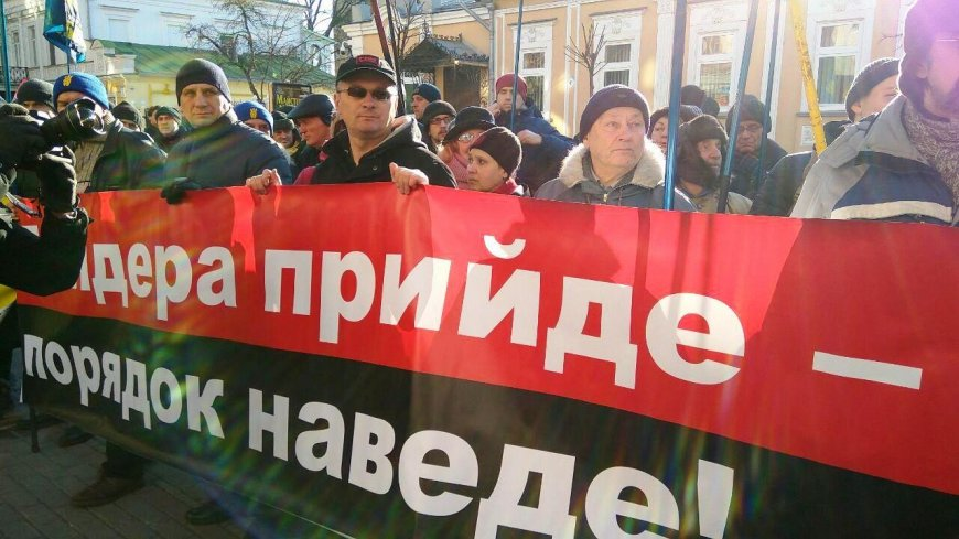 Вассерман призвал осудить всех, кто распространяет националистический лозунг «Слава Украине»