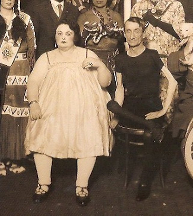 Скелеты и толстяки. «Цирк уродов»: Страшное зрелище (фото)