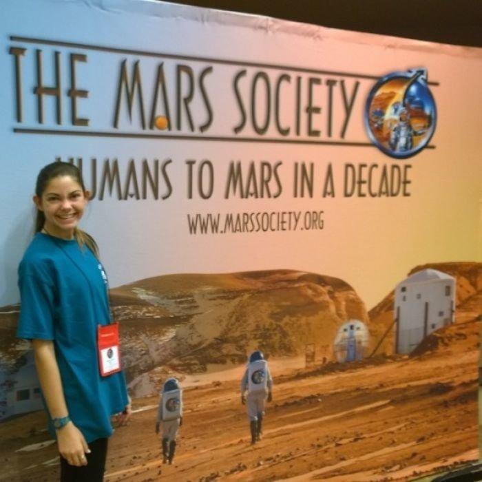 """Через 5 лет Алисса стала первым человеком, который выполнил программу NASA Passport Program, посетив все 14 центров для будущих """"космических туристов"""" nasa, Марс Космос, астронавтка, космос, марс, миссия, сша, центр подготовки космонавтов"""