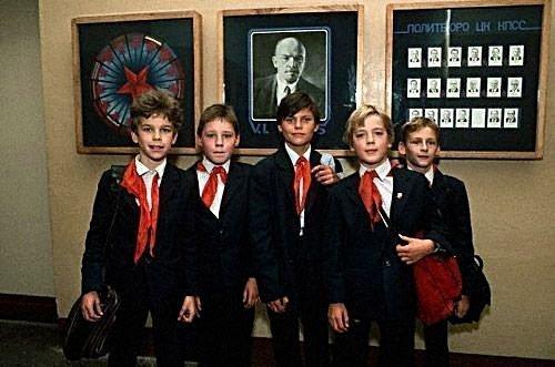 Форма советских школьников в СССР