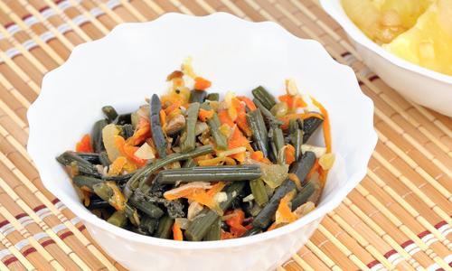 Папоротник жаренный с овощами