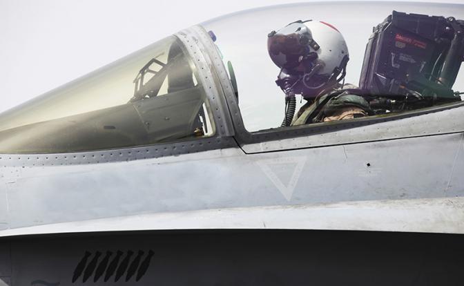 Летчик F-22 Дэйв Скалички: Перехватывать русских - это очень опасно