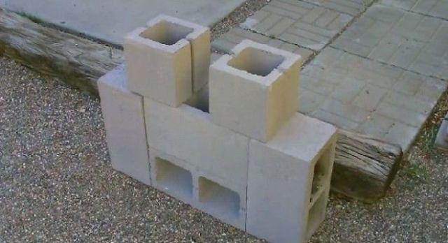 Не нужен даже никакой цемент или клей