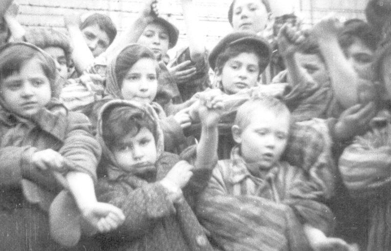 Дети в концлагере Освенцим