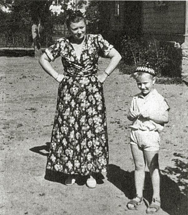 Андрей Миронов с мамой Марией Владимировной семья, слушают, фото