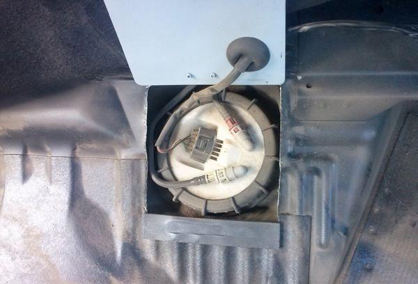 Как избавиться от запаха бензина в автомобиле. В машине воняет бензином
