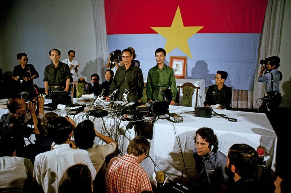 Пресс-конференция северовьетнамского генерала Тран Ван Тра в захваченном Сайгоне. 30 апреля 1975