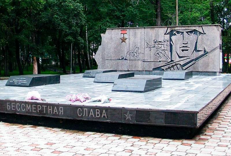 В Приморье выбросили на свалку надгробия героев-пограничников