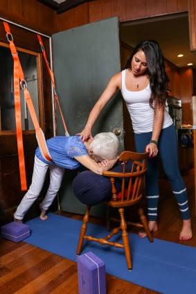 85-летняя бабуля радикально омолодилась за два года