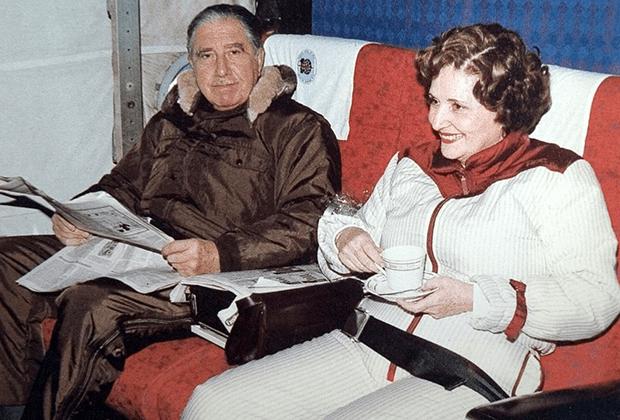 Пиночет со своей супругой в одной из зарубежных поездок