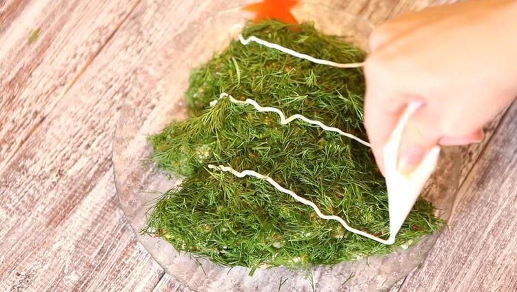 Новогодний салат в виде елочки и рождественского венка