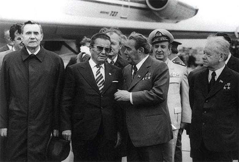 10 любопытных фактов про поцелуи Брежнева