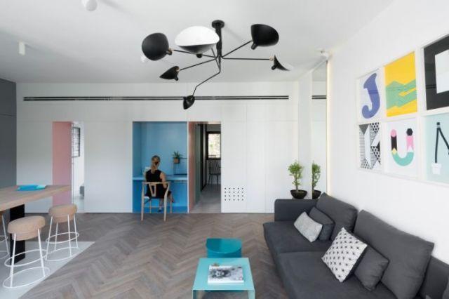 Интерьер маленькой квартиры получился светлым и уютным