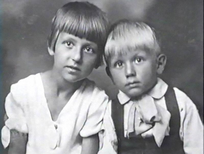 Лев Дуров с сестрой семья, слушают, фото
