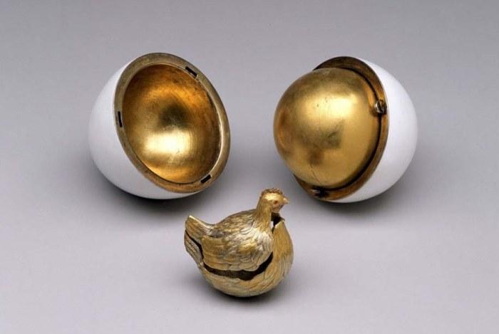 Золотая курочка  в золотом яйце.   Фото: jewellerymag.ru.