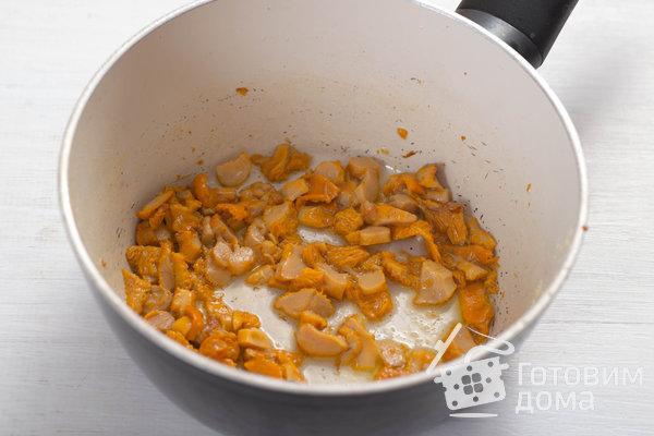 Творожные булочки с курицей и лисичками фото к рецепту 6